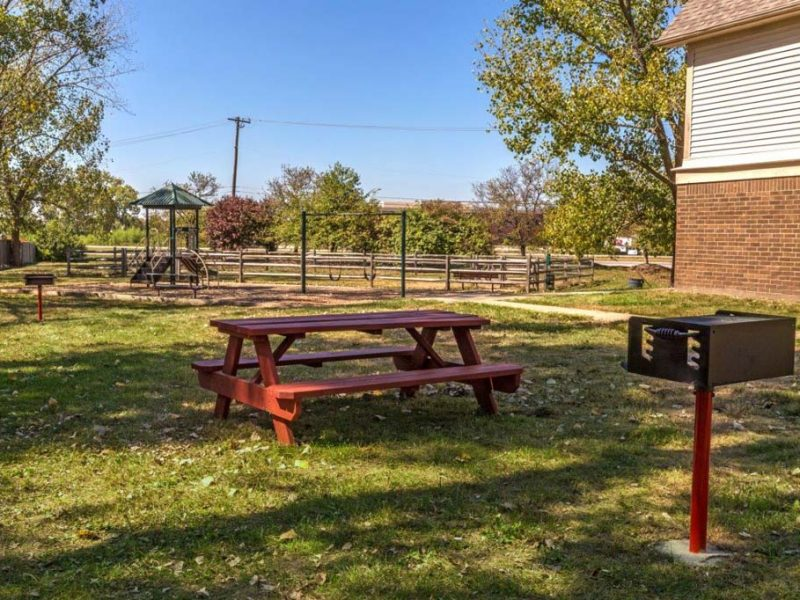 TGM Avalon Lake Apartments Picnic Area