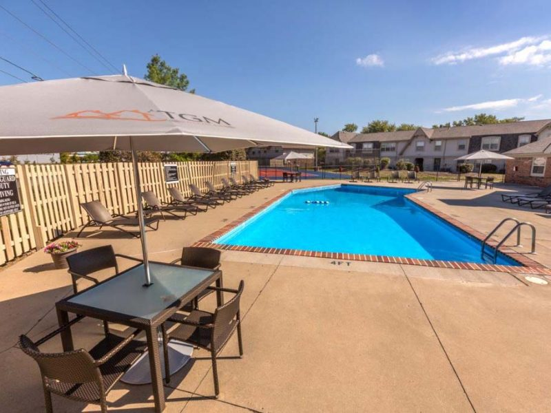 TGM Avalon Lake Apartments Swimming Pool 2