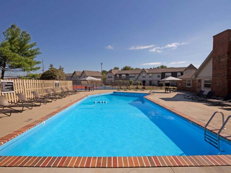 TGM Avalon Lake Apartments Swimming Pool 3